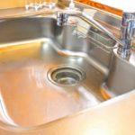 台所シンクの排水口が臭いのはなぜ?原因と解消方法解説